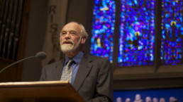 Eugene Peterson lectures at University Presbyterian Church in Seattle in May 2009. Photo courtesy of Creative Commons